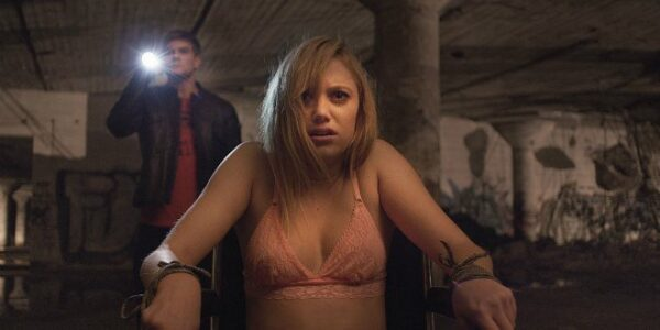 it follows movie review 01