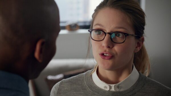 Supergirl_Pilot_Review_01