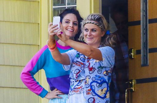 Tina Fey and Amy Poehler star on set of the Nest during filming in Long Island. the plot... Two sisters decide to throw one last house party before their parents sell their family home. Director: Jason Moore Writer: Paula Pell (screenplay)