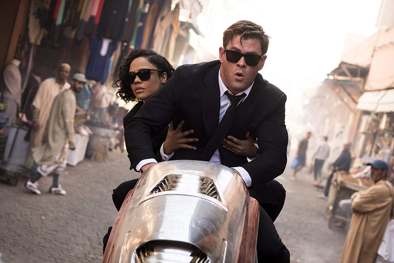 Tessa Thompson and Chris Hemsworth in Men in Black International