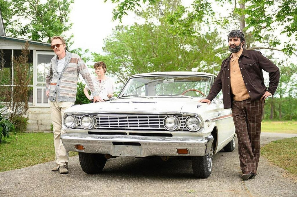 Paul Bettany, Peter Macdissi, and Sophia Lillis in Uncle Frank