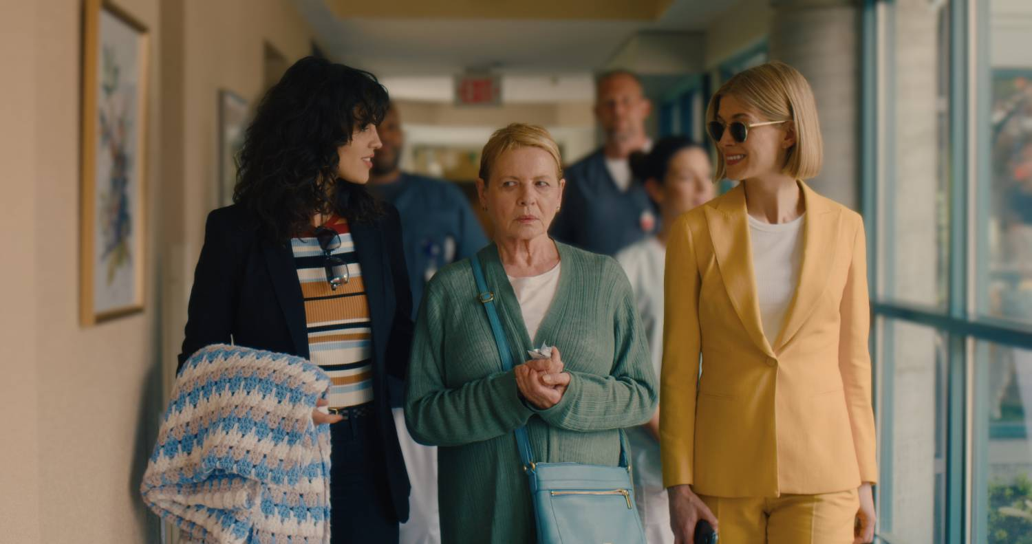 I CARE A LOT: EIZA GONZALEZ as FRAN, DIANNE WIEST as JENNIFER, ROSAMUND PIKE as MARLA.